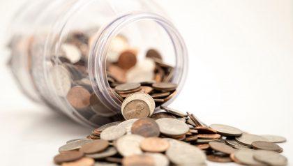 Trotz niedriger Zinsen steigen die Ersparnisse bei den Banken stark an